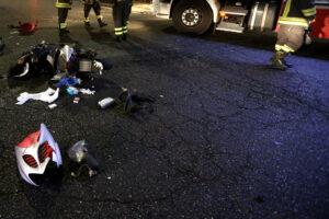 Tram travolge uno scooter: muore ragazzo di 18 anni, indagato il conducente
