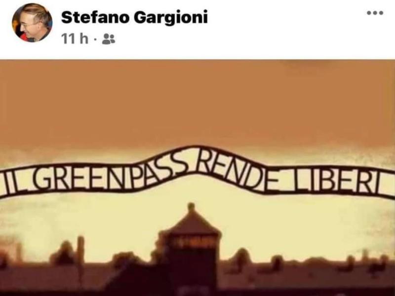 """""""Il Green Pass rende liberi"""", sospeso il preside Stefano Gargioni per il fotomontaggio su Auschwitz"""
