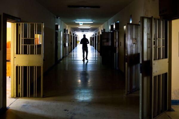 Ennesimo morto a Sollicciano: in un anno 700 atti di autolesionismo nel carcere di Firenze, ma nessuno si indigna