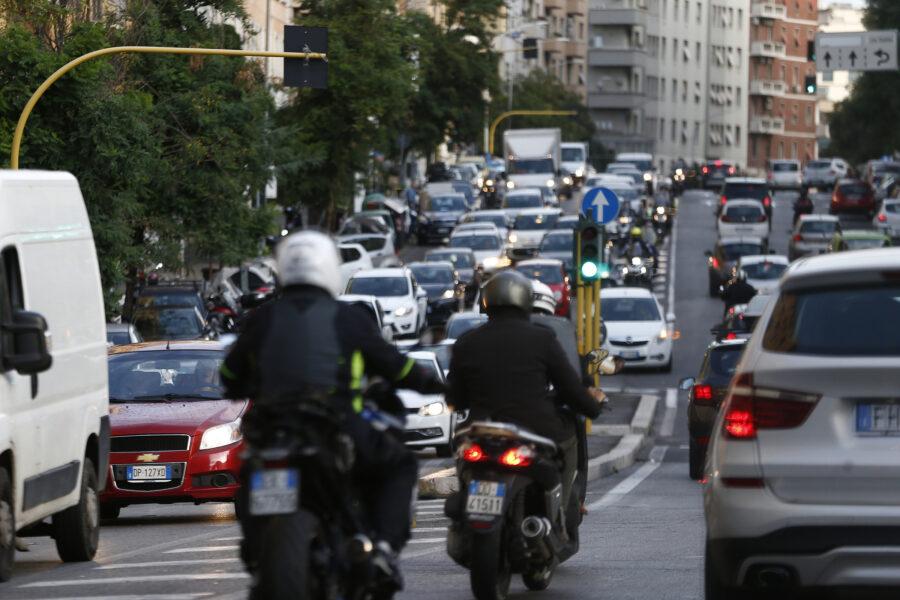 """Roma è la città più trafficata d'Italia, Greenpeace: """"Mancano mezzi per 1,7 milioni di cittadini"""""""