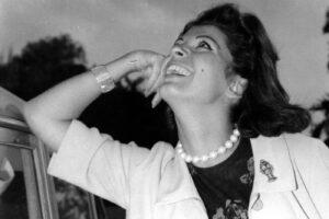 È morta Luisa Mattioli: addio all'attrice che aveva sposato Roger Moore, ex James Bond