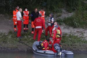 Mamma uccide le figlie e scompare, ripescato corpo nell'Adige