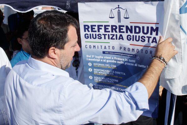 Il fango dei media su Morisi per colpire Salvini e i referendum sulla giustizia