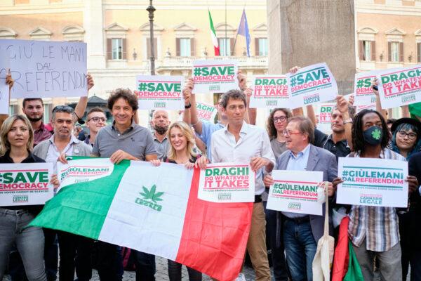 Cannabis legale, il sondaggio inchioda la politica: gli italiani dicono si. I più convinti? I più informati…