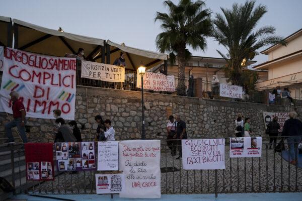 Solidarietà per Mimmo Lucano: un sit-in e parte la raccolta fondi