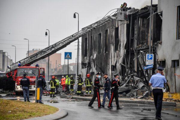 Aereo precipita su parcheggio, tragico schianto a Milano: 8 morti tra cui un bambino
