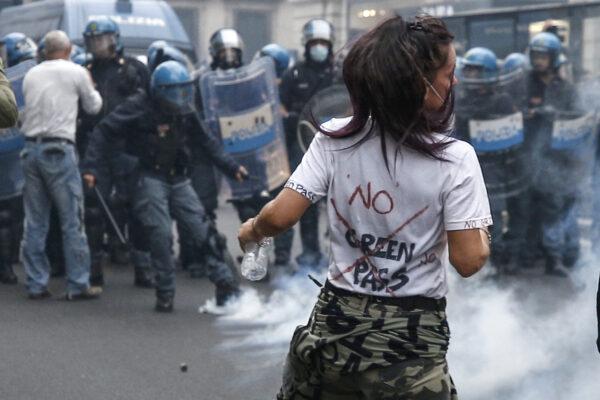 La settimana nera di Draghi, tra proteste e obbligo di Green pass