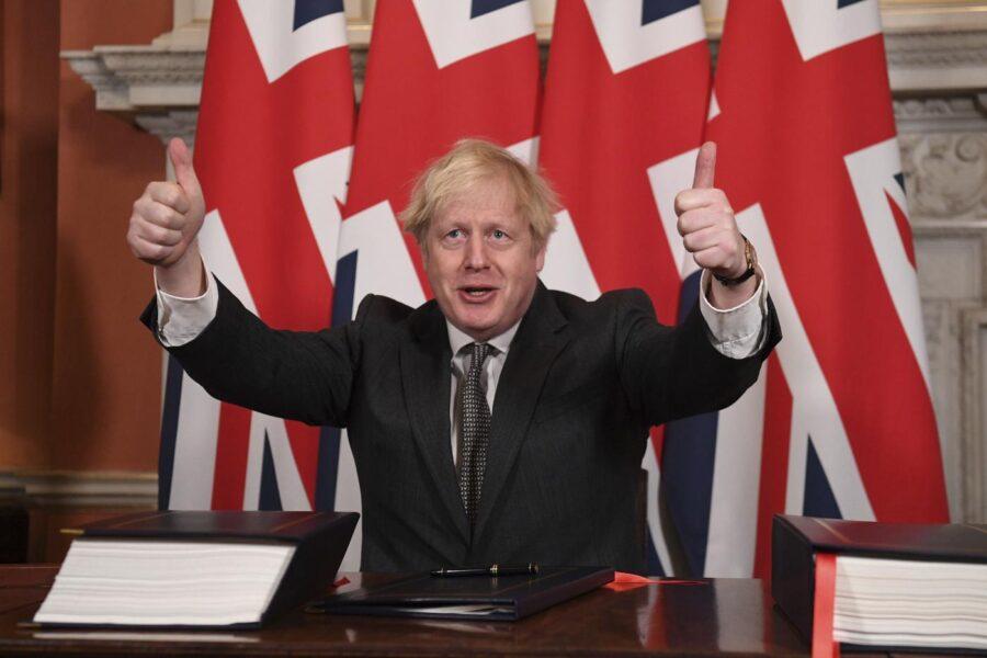 """Johnson stroncato dal Parlamento, la gestione della pandemia è stata """"fallimentare"""": il rapporto fa a pezzi il Governo"""