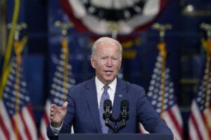 Biden avanti sul welfare, ma i dem tagliano la spesa