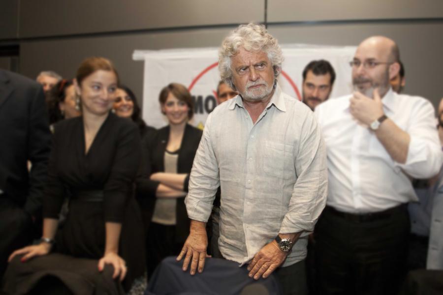 Grillo torna ma si becca un bel vaffa: tanti no sulla proposta di tamponi gratis per tutti