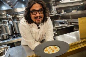 """Alessandro Borghese sulla fuga dei giovani chef: """"Dopo il Covid nessuno vuole lavorare nella ristorazione"""""""