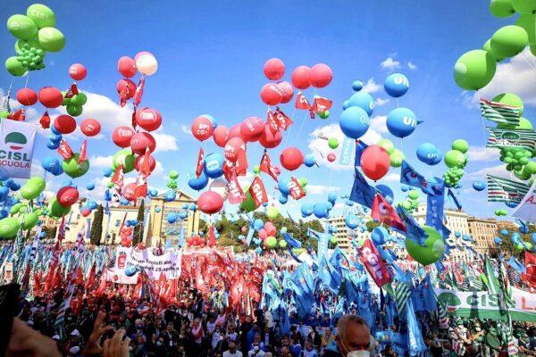 """Manifestazione Cgil a Roma, Landini: """"Oggi difendiamo la libertà di tutti"""""""