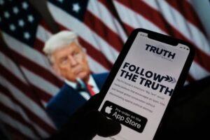 Cosa è Truth Social, la piattaforma 'creata' da Trump per sfidare Facebook e Twitter