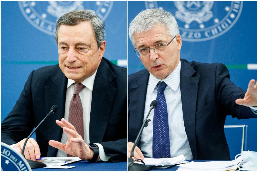 Conferenza stampa del Presidente del Consiglio Mario Draghi al termine del Consiglio dei Ministri Nella foto Mario Draghi, Daniele Franco ministro dell'economia e delle finanze