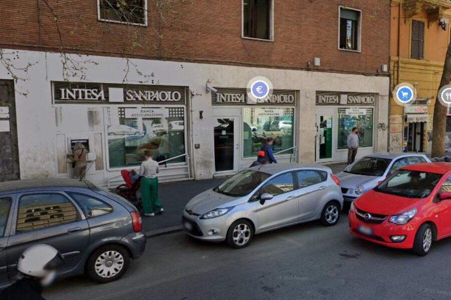 Banda del buco tenta rapina in banca, messi in fuga dal direttore