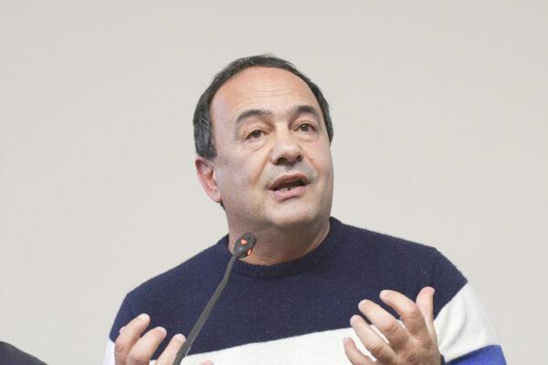 """La politica condanna la sentenza contro Mimmo Lucano: """"L'Italia è un paese ingiusto"""""""