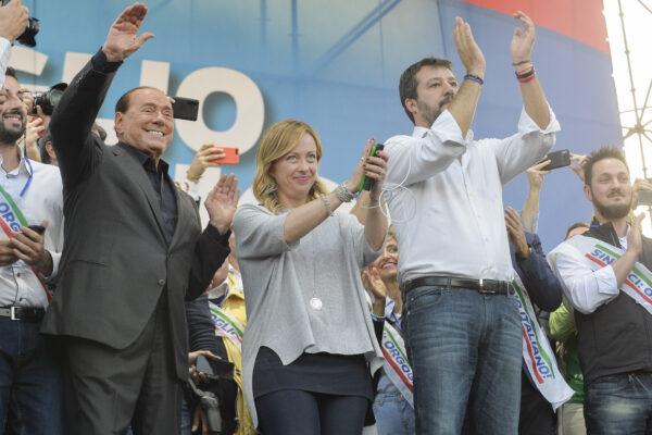 """Berlusconi contro gli alleati: """"Salvini e Meloni mai premier"""", ma poi smentisce…"""