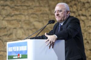 Indagine su Salerno, il M5S dichiara guerra all'alleato De Luca
