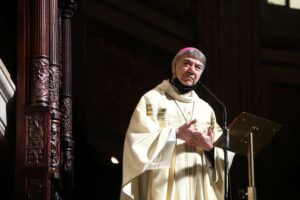 """Lo schiaffo del vescovo Battaglia: """"La politica si è abituata al sangue che scorre"""""""