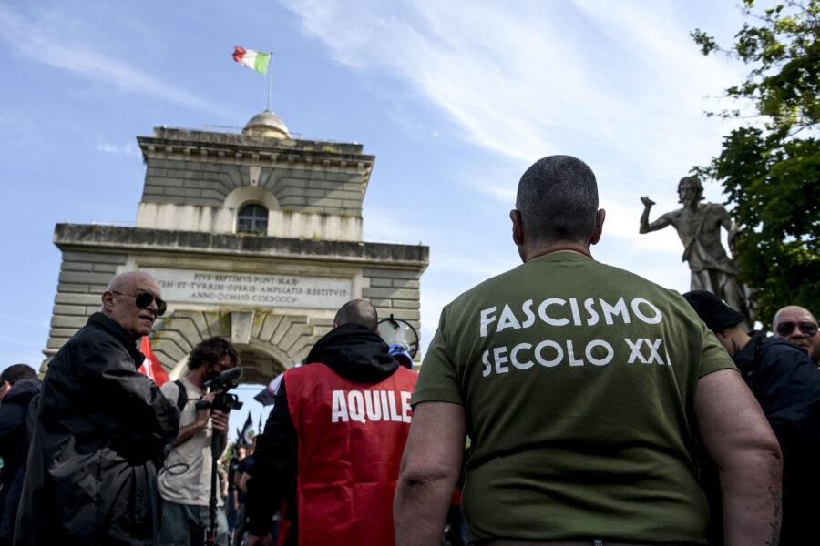 Chi sono i nuovi fascisti: vecchi, irrazionali e depressi