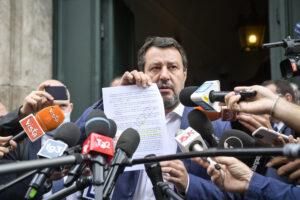 Crisi di governo appena cominciata ma già finita, Salvini fa dietrofront