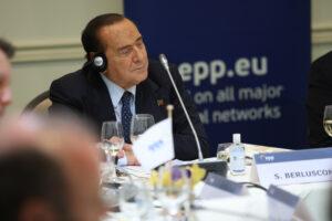 Berlusconi assolto, termina l'ennesima persecuzione ma scoppia la faida in Forza Italia