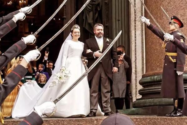 Chi è Rebecca Bettarini, la scrittrice italiana che ha sposato l'ultimo Romanov: le foto del matrimonio