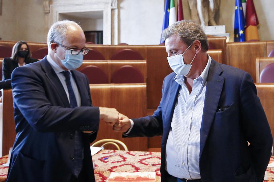 """Elezioni Roma, Calenda: """"Voterò Gualtieri, Michetti sindaco anche no, è incapace"""""""