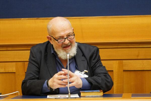 """Intervista a Franco Cardini: """"Centrodestra affossato da un regolamento di conti"""""""