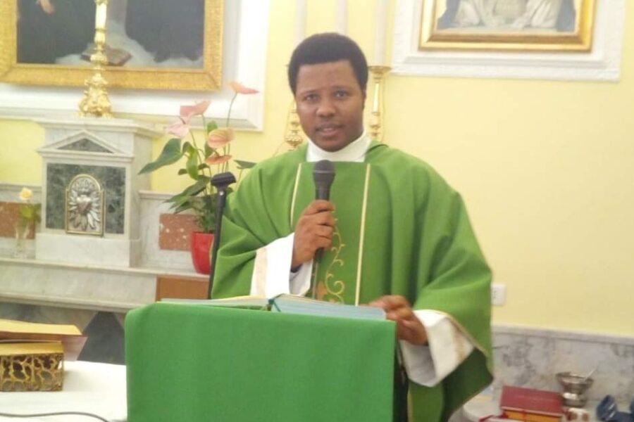 Padre Victor saluta Pianura, sabato l'ultima messa del parroco della Parrocchia San Giuseppe e Sant'Ignazio