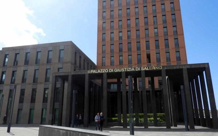 """Inchiesta Salerno, il sindaco Napoli è solo indagato ma i 5 Stelle sono spietati: """"Deve dimettersi"""""""