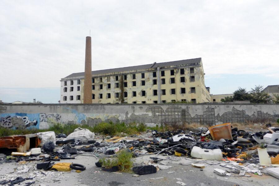 Niente asili, scuole e biblioteche: tra degrado e abbandono per le periferie non c'è futuro
