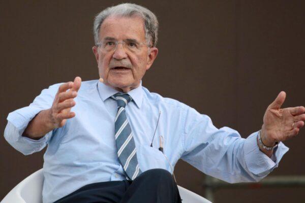 """Prodi elogia Berlusconi: """"Ho apprezzato suo cambiamento in Europa, Meloni e Salvini sono un problema gravissimo"""""""