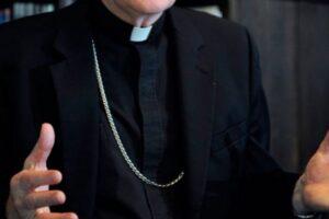 Abusi su un 13enne accolto nella sua 'comunità', arrestato don Livio: aveva vinto il premio 'Padre Pio'