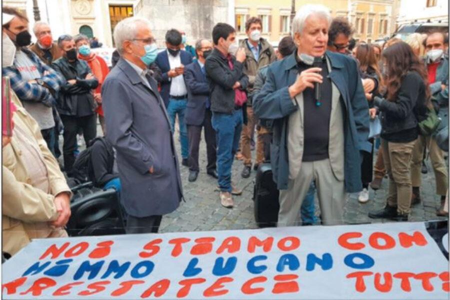 """""""Modello Mimmo. L'abuso di umanità non è reato"""", il sit-in per Lucano"""